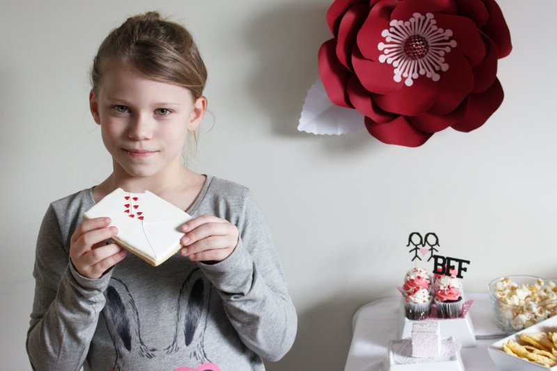 Cheers To Good Friends! A Valentine's Day Party Tutorial! 38