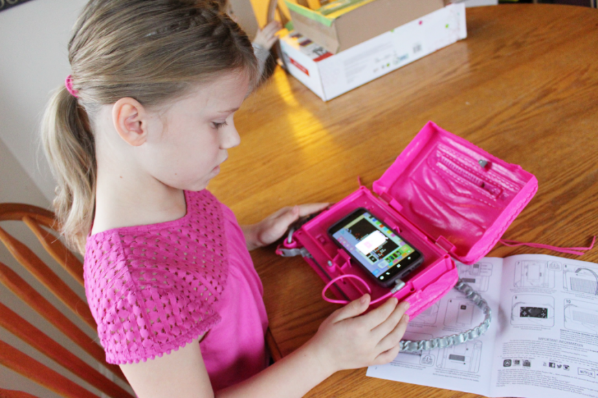 A Smart Pixel Purse With Fun Messages For Tweens! 2